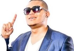 Carlitos Wey de los Teke Teke.