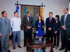 Roberto Rosario recibió la delegación de Anje, encabezada por Biviana Rivero.