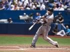 El dominicano Jimmy Paredes, de los Orioles de Baltimore, pega un cuadrangular de tres carreras en el segundo inning del partido ante los Azulejos en Toronto, el domingo 21 de junio de 2015. Los Orioles ganaron 13-9. (Aaron Vincent Elkaim/The Canadian Pre