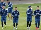 Lionel Messi (derecha) durante los entrenamientos de Argentina.