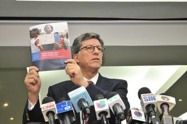 José Miguel Vivanco, director para América de la Human Rights Watch, en rueda de prensa.