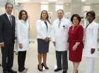 De izquierda a derecha, José Mármol, Dolores Féliz, Dabeida Agramonte, Luis Rivera, Gloria Selman y Guadalupe Citronel, durante la entrega de los equipos médicos, realizada en el salón de actos del hospital.