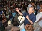 Luis Abinader se dirige a los perredeístas juramentados ayer en Santo Domingo Norte.