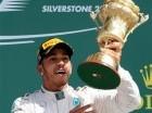 Lewis Hamilton (Mercedes) celebra su victoria en el GP de Bretaña de Fórmula Uno en Silverstone, Inglaterra, el domingo 5 de julio de 2015. (AP Foto/Rui Vieira)
