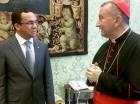 El canciller dominicano, Andrés Navarro, junto al Cardenal Prieto Parolin, secretario de Estado de la Santa Sede.