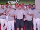 Oscar Peña, presidente de Claro, y el grupo de ganadores.