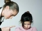 Disciplinar a tus hijos de manera agresiva puede contribuir a empeorar su conducta.