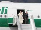 El papa Francisco a su llegada al aeropuerto internacional de Quito el 5 de julio de 2015, al iniciar una gira por Ecuador, Bolivia y Paraguay, en su primera visita a Sudamérica como pontífice.