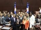 Integrantes de la Juventud Revolucionaria Moderna (JRM) durante su visita al Congreso Nacional.