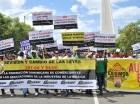 Comerciantes marcharon ayer frente al Congreso Nacional.
