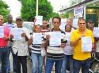 Comunitarios protestan por los altos precios de la tarifa eléctrica.