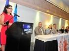 Sonia Vásquez habla en el taller sobre poblaciones.