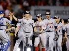 Jugadores de la Liga Americana celebran la victoria ante la Nacional anoche en el Juego de Estrellas celebrado en Cincinnati.