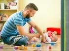Una reciente investigación realizada en Suecia asegura que los padres cuidan de sus bebés tan bien como las madres.