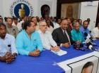 Lázaro Guzmán junto a dirigentes del PRM, entre ellos Roberto Fulcar.