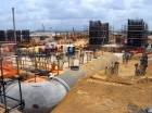 BANÍ. Ayer se inició la instalación de la estructura metálica del edificio que alojará la primera de las dos calderas del complejo y se espera que esté completo en diciembre.