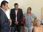 Comisión de la OTTT durante la visita al anciano lanzado de autobús.