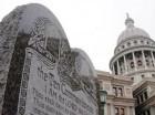 Monumento a los 10 mandamientos en Capitolio de Oklahoma, EE.UU.