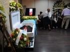 Los restos de Mickey Mena son velados en la Funeraria Blandino.