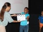 Los niños disfrutan los talleres y las películas del festival.