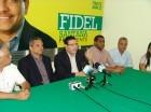 Eduardo Sanz Lovatón habla al presentar sus propuestas a Fidel Santana y la dirección del Frente Amplio.
