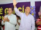 José García saluda durante la actividad.