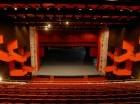 La remodelación del teatro incluye la instalación de acondicionadores de aire, ascensores, alfombras y sillones.