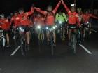 Corredores levantas las manos en Ruta Ciclística 20K.
