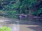 Automóviles utilizan trazado de ríos secos ante falta de lluvia.