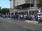 Los extranjeros acuden en masa a El Huacal a retirar su documento.