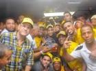 Jugadores de los Metros celebran la obtención del segundo título seguido de la LNB.