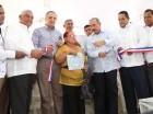 Duvergé. El presidente Danilo Medina entregó, de manera simbólica, ocho títulos provisionales a parceleros que fueron desplazados por la crecida del lago Enriquillo, en el asentamiento campesino El Espartillar.