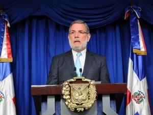 Roberto Rodríguez Marchena da a conocer los decretos.