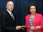 La presidenta de la CCRD entrega listado al procurador de la República.