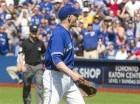 El pitcher de los Azulejos de Toronto, Aaron Sánchez reclama su expulsión del duelo ante los Reales de Kansas City luego de golpear al venezolano Alcides Escobar en la octava entrada del partido del domingo 2 de agosto de 2015.