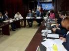 El canciller Andrés Navarro junto a legisladores.