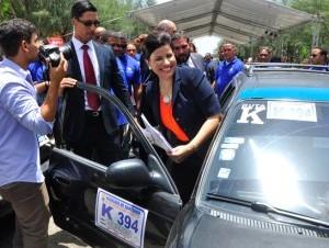 """Santiago. La vicepresidenta Margarita Cedeño encabezó el lanzamiento del proyecto """"Soy Ciudadano Responsable"""" con choferes del transporte público, quienes serán capacitados en educación vial y valores."""