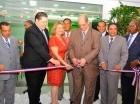 Francisco Estepan realiza el corte de cinta, en compañía de los demás ejecutivos de la cooperativa.