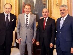 El presidente Danilo Medina recibió en su despacho al expresidente del Gobierno Español, José Rodríguez Zapatero; al presidente del PRD, Miguel Vargas, y el embajador español en el país, Jaime Lacadena, con quienes abordó temas de interés.