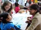 Bogotá. La primera dama de Colombia, María Clemencia Rodríguez, y Cándida Montilla, primera dama de República Dominicana, comparten con niños durante una visita a las instalaciones del Centro Infantil de Desarrollo de Colombia.