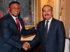 El bachatero visitó en el Palacio Nacional al presidente Danilo Medina, a quien mostró su respaldo por su gestión y le pidió la construcción de obras en su natal Las Matas de Santa Cruz y en toda la provincia Montecristi.