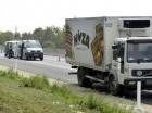 La policía dijo que el camión aparentemente fue abandonado el miércoles con la puerta trasera abierta para que se vieran los cadáveres.