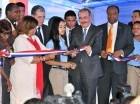 El presidente Danilo Medina realiza el corte de cinta.