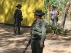 Soldados venezolanos vigilan un puesto de control cerca de Ureña, Venezuela, en la frontera con Colombia.