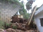 Pared de la escuela Mencía, en Paraíso, derribada por las lluvias (imagen cortesía del periodista Omar Medin).