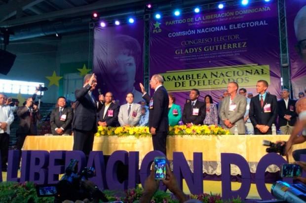 Leonel Fernández toma el juramento a Danilo Medina.