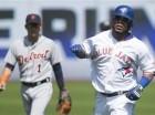 El dominicano Edwin Encarnación de los Blue Jays de Toronto, recoore las bases tras conectar un cuadrangular frente a Detroit.