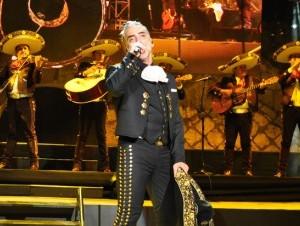 El cantante mexicano Alejandro Fernández, en su concierto en Altos de Chavón.