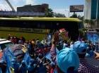 Guagua que transportó a los miembros del Comité Político del PLD al acto de proclamación del candidato presidencial del PLD, danilo Medina.
