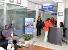 Asistentes de los servicios en línea del IDAC para agilizar gestiones.